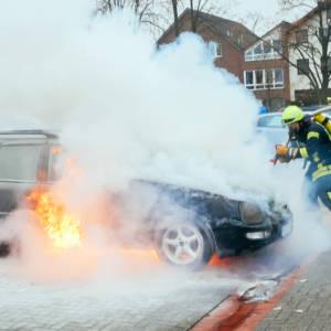 Auto brennt auf Raiffeisenplatz