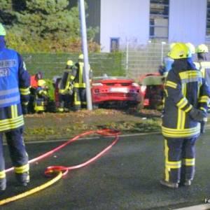 Zwei Personen bei nächtlichem Unfall verletzt