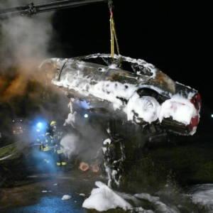 Pkw Brand nach Verkehrsunfall