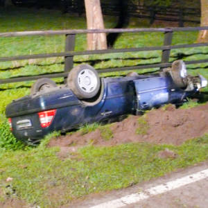 Verkehrsunfall in Lohne: Feuerwehr befreit 22-Jährigen aus verunglückten Auto