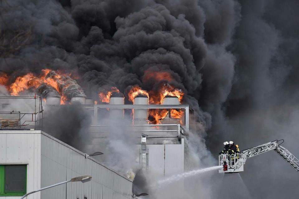 Großbrand von Schlachtereibetrieb Wiesenhof