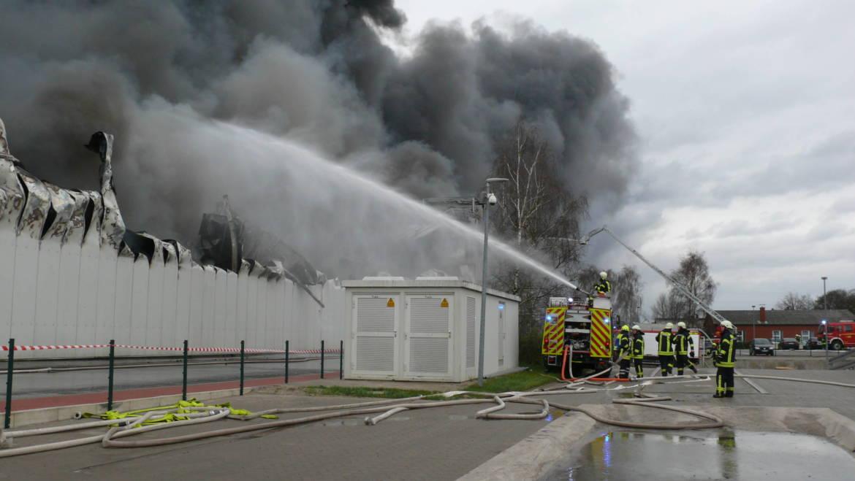 Polizei klärt Ursache von Großbrand bei Wiesenhof in Lohne