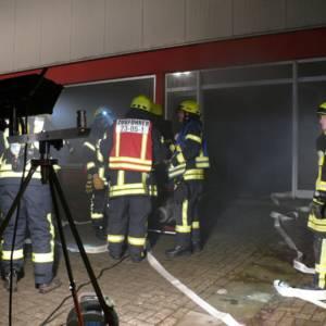 Lohner Feuerwehren proben Ernstfall im ehemaligen Möbelhaus