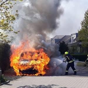 Lieferwagen für Medikamente brennt