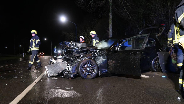 Pick-Up erfasst Kleinwagen an Kreuzung
