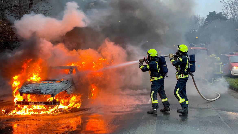 Fahrzeug brennt vollständig aus