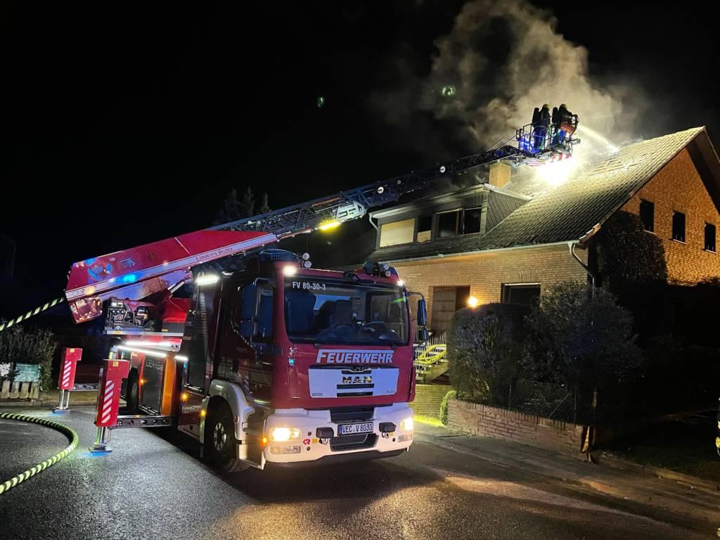 Drehleiter Einsatz bei Wohnhausbrand in Damme