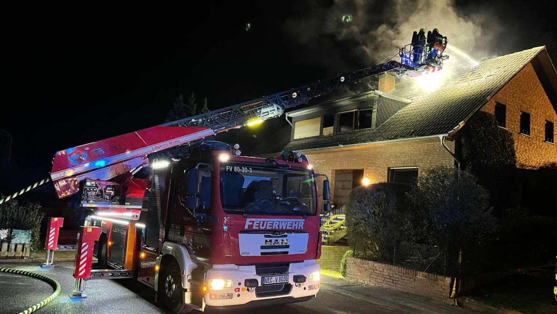 Nachbarschaftliche Löschhilfe bei Wohnhausbrand