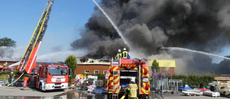Großbrand einer Gewerbehalle